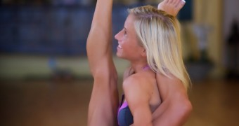 Blonde yoga devotee awesome body