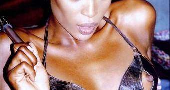 Naomi Nipples