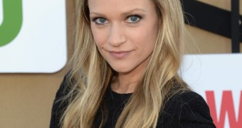 AJ Cook looking yummy for the new season!