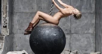 Miley Cyrus Wrecking ball Pics