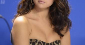 Selena Gomez is a fuckpig cumslut