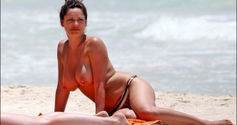 Kelly Brook - Topless