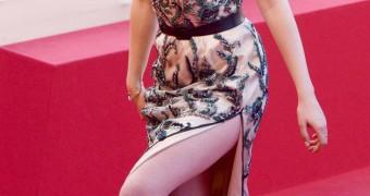 Kristen Stewart (legs and feet)