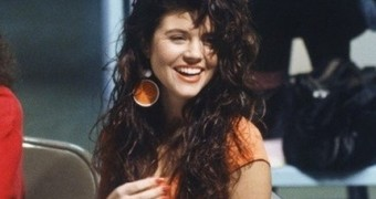 Kelly Kapowski:  Innocent Teen-Girl Horniness