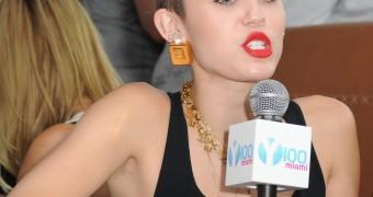 Miley Cyrus Hairy Armpits
