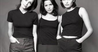 Andrea Corr and her sisters random pics
