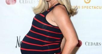 Pregnant Kendra Wilkinson