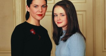Alexis Bledel and Lauren Graham