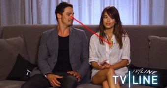 Jay Ryan caught staring at Kristin Kreuk tits