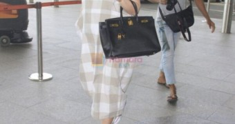 Kareena Kapoor hot and sexy mom