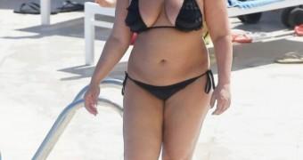 >> Chanelle Hayes bikini fatty