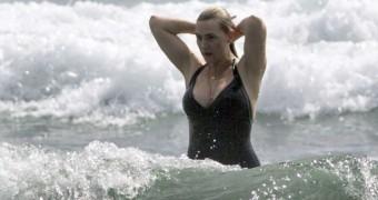 Kate Winslet Beautiful, Curvy British Celeb in Bikini and Gowns