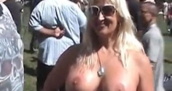 Meryl Streep Topless and Naked displaying her Big Boobs