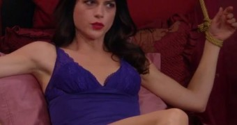 Selma Blair in bondage (Anger Management)