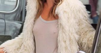 Kate Moss no panties no bra