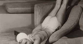 Marilyn Monroe Posing Nude on a Chair Pics