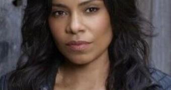 Sanaa Lathan-Busty Black MILF