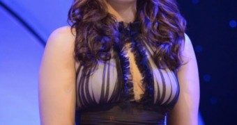Huma Qureshi Sexy and Sizzling in Movie Promotion Events