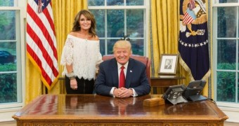 Sarah & Willow Palin in the Oval Office