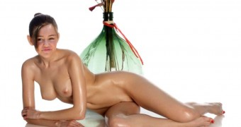 Miley Cyrus Oiled Nude