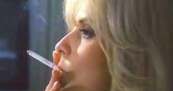 -Sarah Michelle Gellar SMOKING