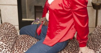 Lola Lee In Red Top & Jeans With Nude Pantyhose Underneath