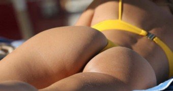 Kimberley Garney showing her booty