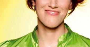 Kati Wilhelm in grüner Satinbluse