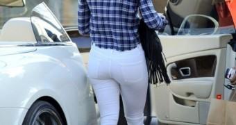 Jennifer Lopez white jeans