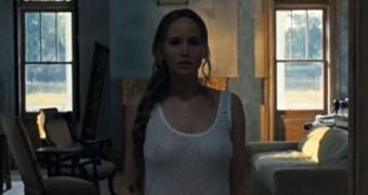 Jennifer Lawrence topless
