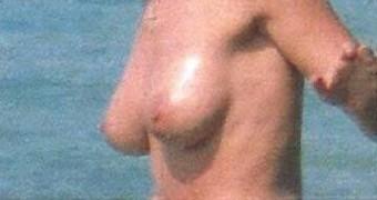 Alyssa Milano nude @ the beach