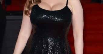 Kelly Brook- Busty English Model/Actress shows off her Big Boobs