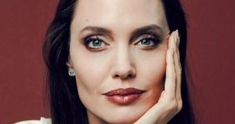 Angelina Jolie en captions