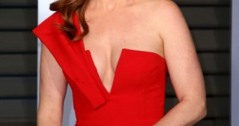 Isla Fisher - tits out at the Oscars