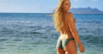 Lindsey Vonn Ass - Swimsuits and Paint