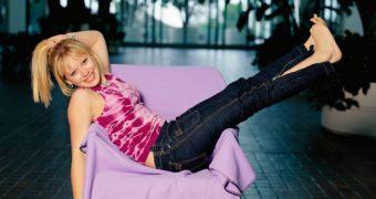 celebrity feet - Hilary Duff