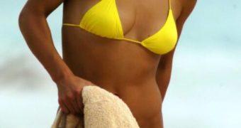 anna kournikova - the yellow bikini pics