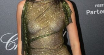 Kendall Jenner Boob Show (Complete see-thru top)