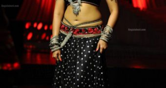 Anushka Shetty - Hot Sensual Dance Poses of Sexy Indian Actress