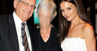 KATIE HOLMES DADDY KNOWS JUST WHEN TO SLIP A FINGER IN HER ASS