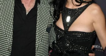 KATY PERRY KNOWS HOW TO KEEP HER PREACHER DADDY HAPPY