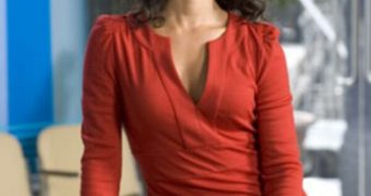 Indira Varma aka Juman hot pics. (Rome TV actress)