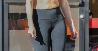 Jennifer Lopez - Sexy Busty Actress/Singer Flaunts Cleavage, Ass