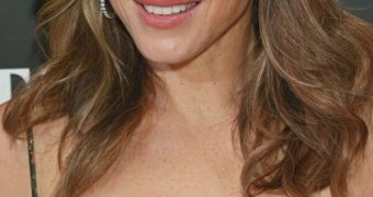 Elizabeth Hurley- Sexy English MILF Celeb shows Cleavage, Curves
