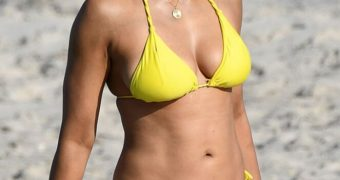 Padma Lakshmi - Indian Model/Celeb Flaunts Fantastic Bikini Body