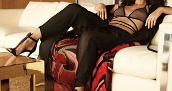 Olivia Munn Caption Time