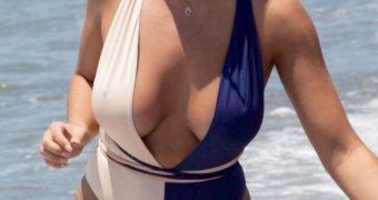 Jessica Shears (Jessica Rose) - Busty British Celeb Bikini Pics