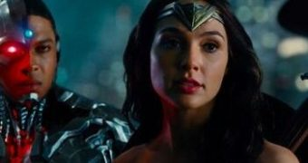 Gal Gadot as Wonder Woman & Cyborg gif