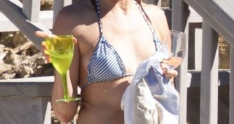 Cameron Diaz Sexy Nude at Public Nude Beach Pics