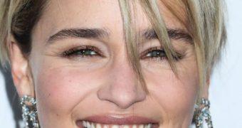Emilia Clarke smile (say cheese)